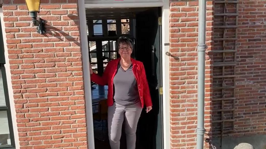 Behind Closed Doors - Jacqueline Janssen
